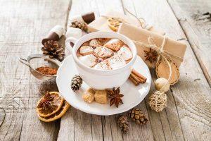 Weihnachtliche heiße Schokolade mit Zimt