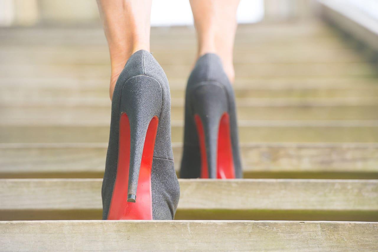 Auf hohen Schuhen laufen, auf Highheels laufen lernen