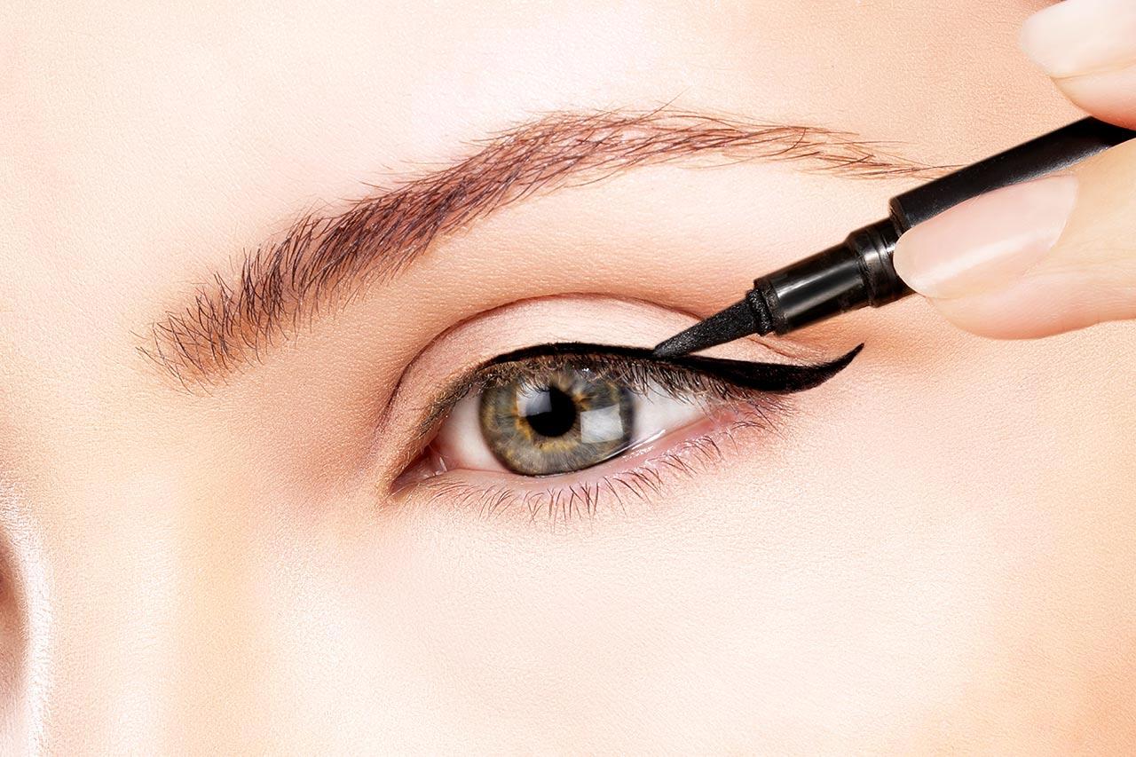 Eyeliner auftragen, perfekten lidstrich ziehen, Anfänger
