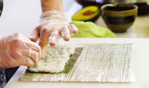 Maki Sushi selber machen, Sushi rollen Anleitung