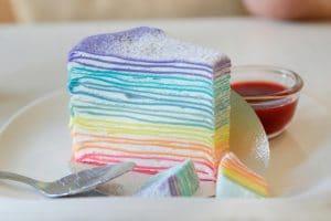 Regenbogen Crepe Kuchen