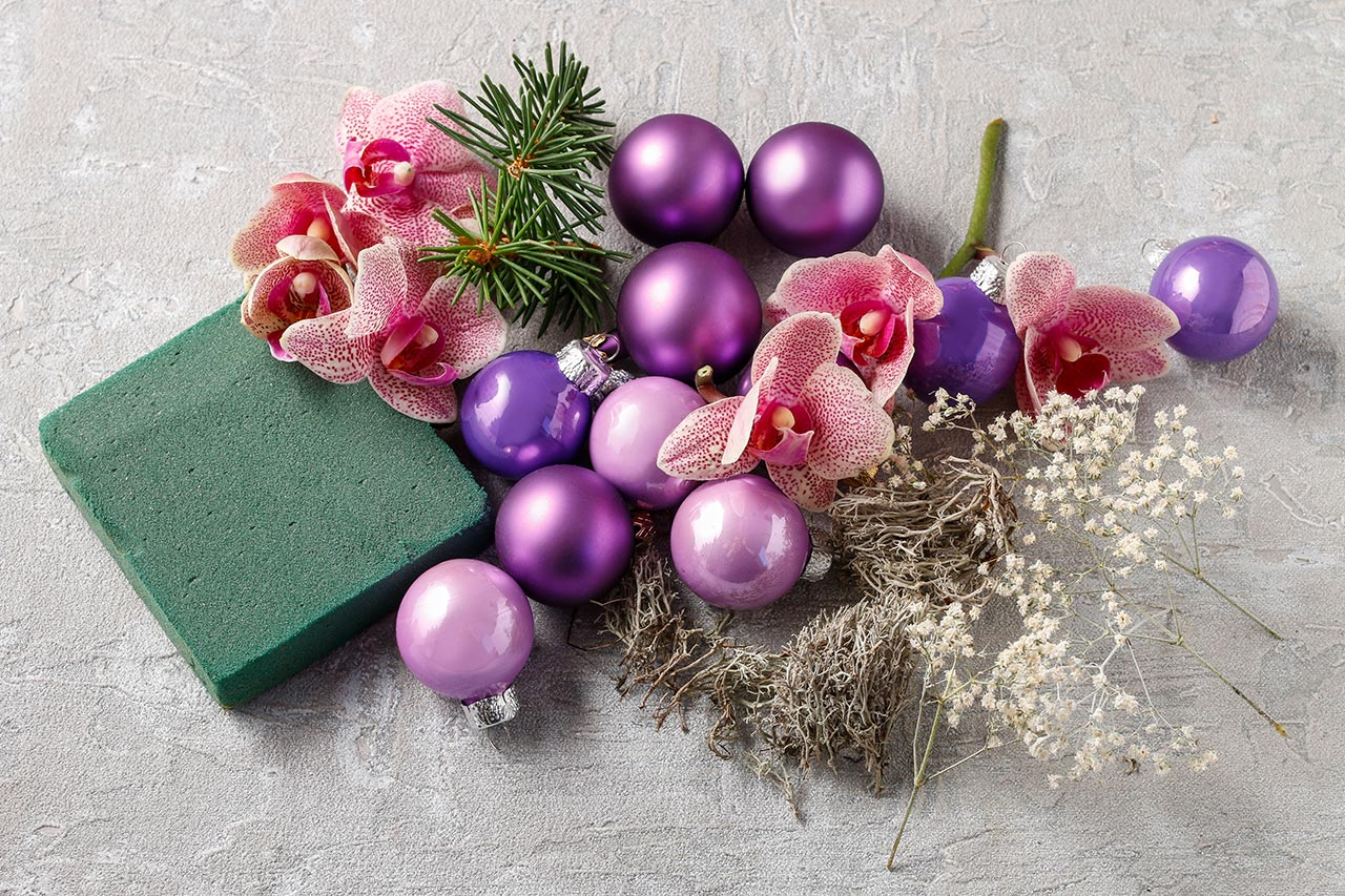 Utensilien weihnachtliche Tischdekoration