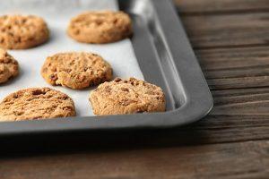 Vegane Cookies mit Schokostückchen