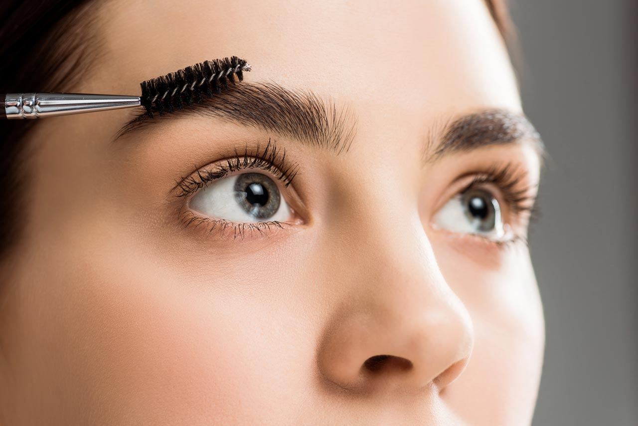 Augenbrauen bürsten